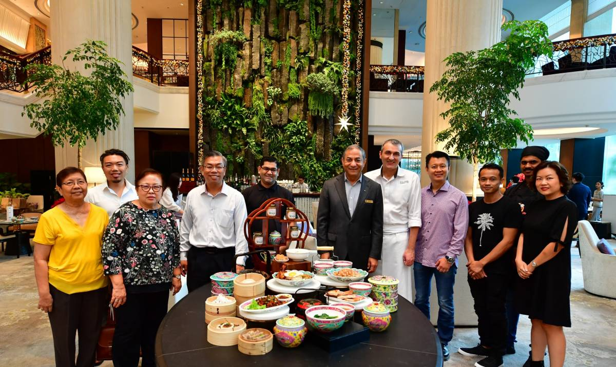 AN AUTHENTIC SINGAPOREAN BREAKFAST WITH ICONIC LOCAL DISHES AT THE LOBBY LOUNGE, SHANGRI-LA HOTEL, SINGAPORE