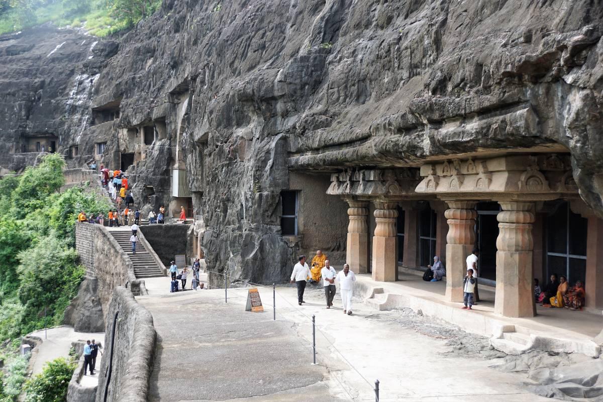 THE ASTONISHING AJANTA CAVES IN INDIA