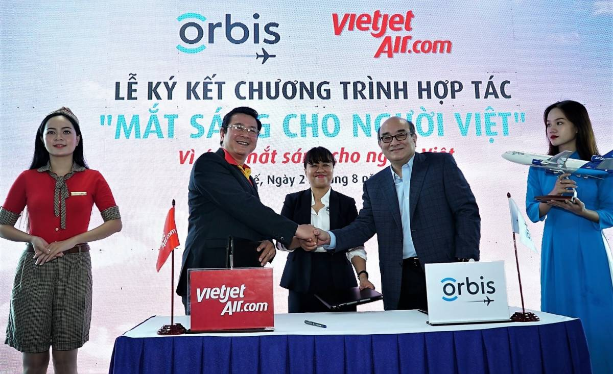 Vietjet Partners with Flying Eye Hospital to Bring Sight to Millions of Patients