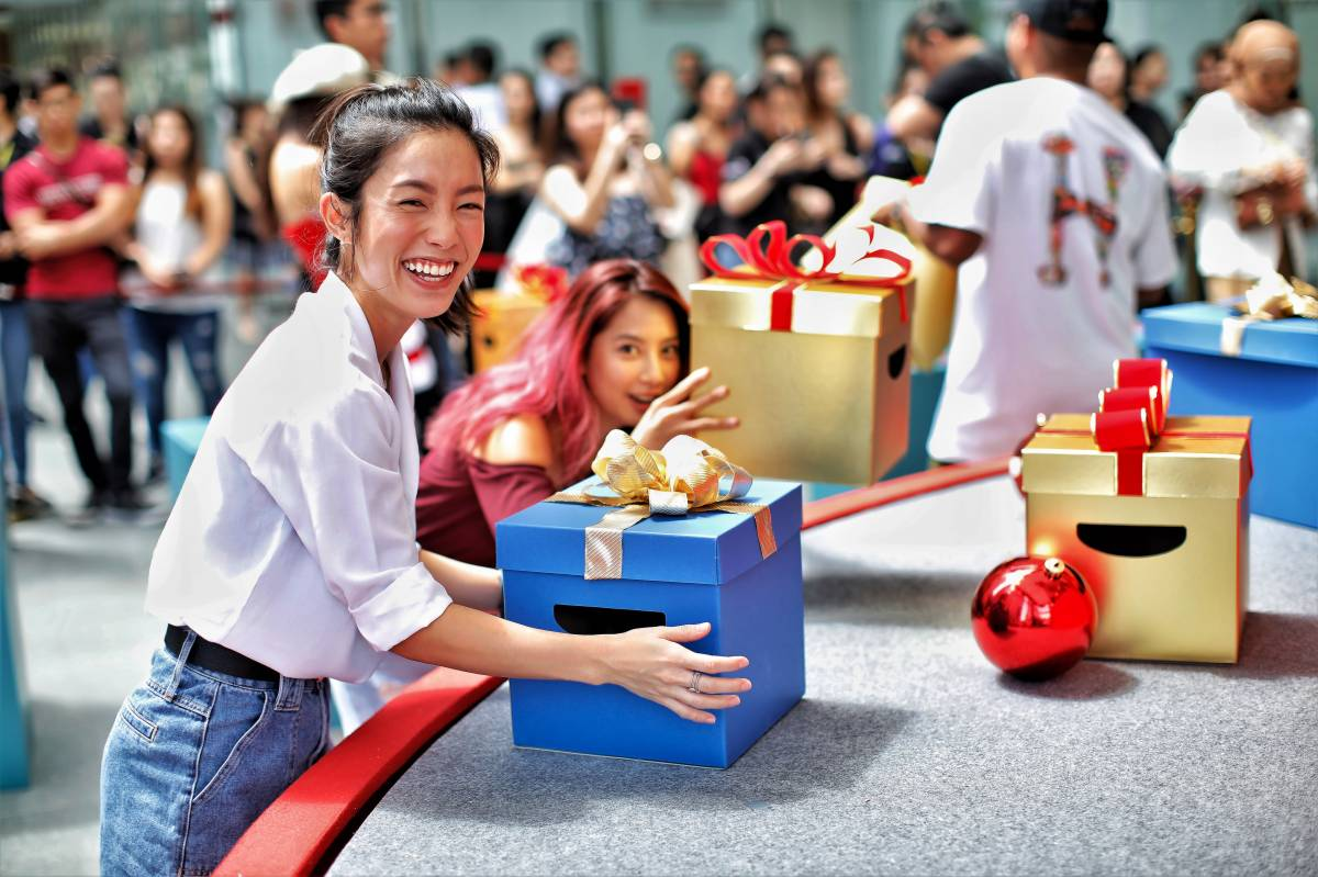 Christmas comes early to Raffles Place with iShopChangi