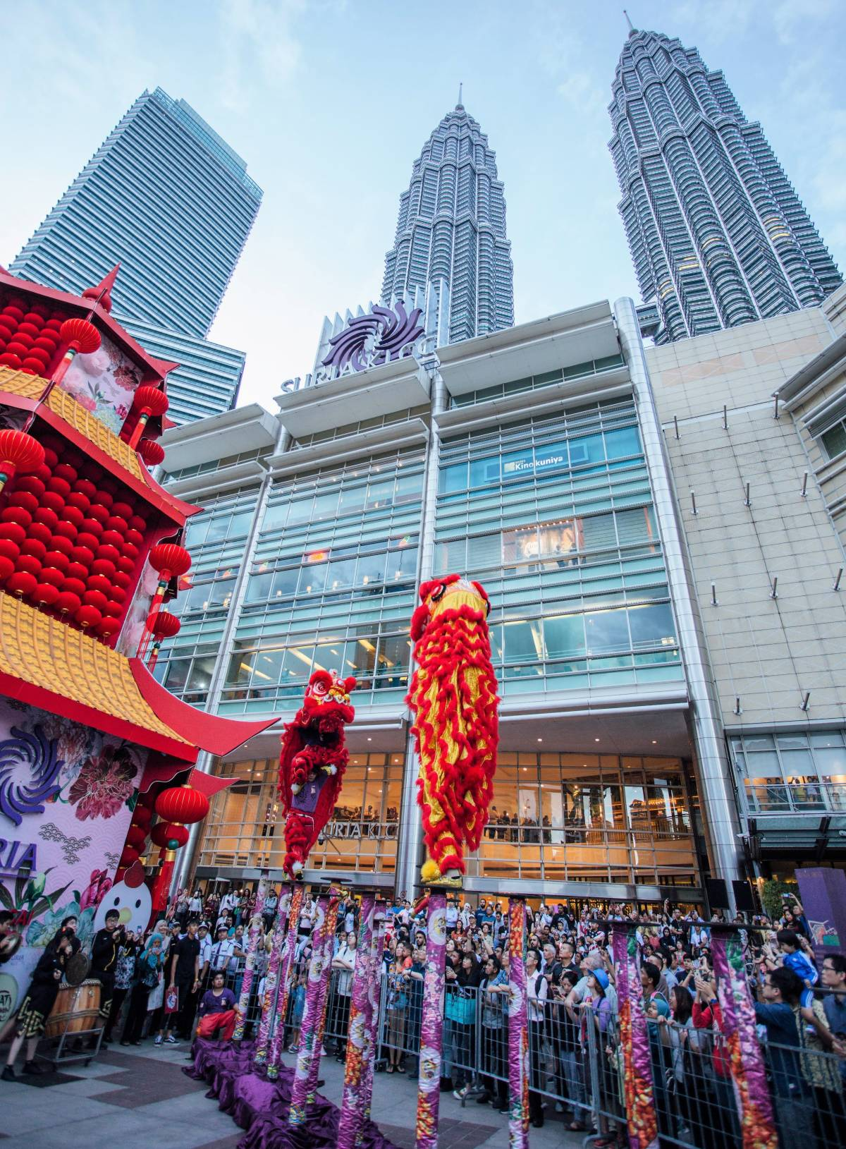 SHOPPERS DELIGHTED BY VIBRANT CHINESE NEW YEAR CELEBRATION AT SURIA KLCC
