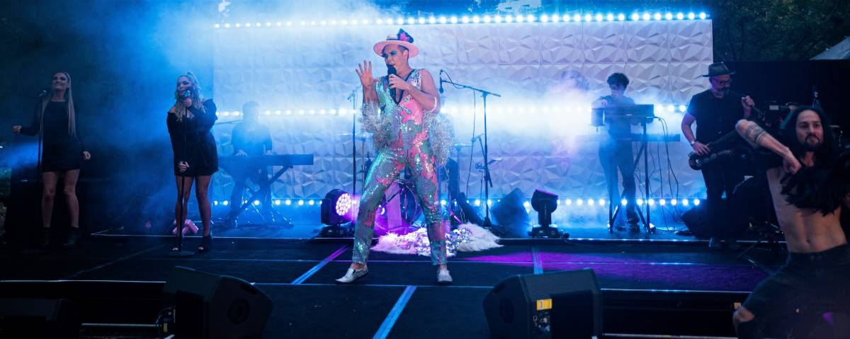 LIVE PERFORMANCE STRIKES A CHORD WITH QUARANTINE GUESTS IN ADELAIDE HOTEL
