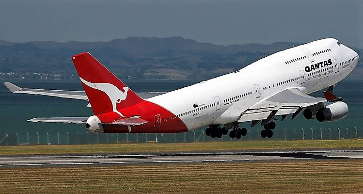 Qantas to Give Final 747 Jumbo Jet a Farewell Fit for a Queen