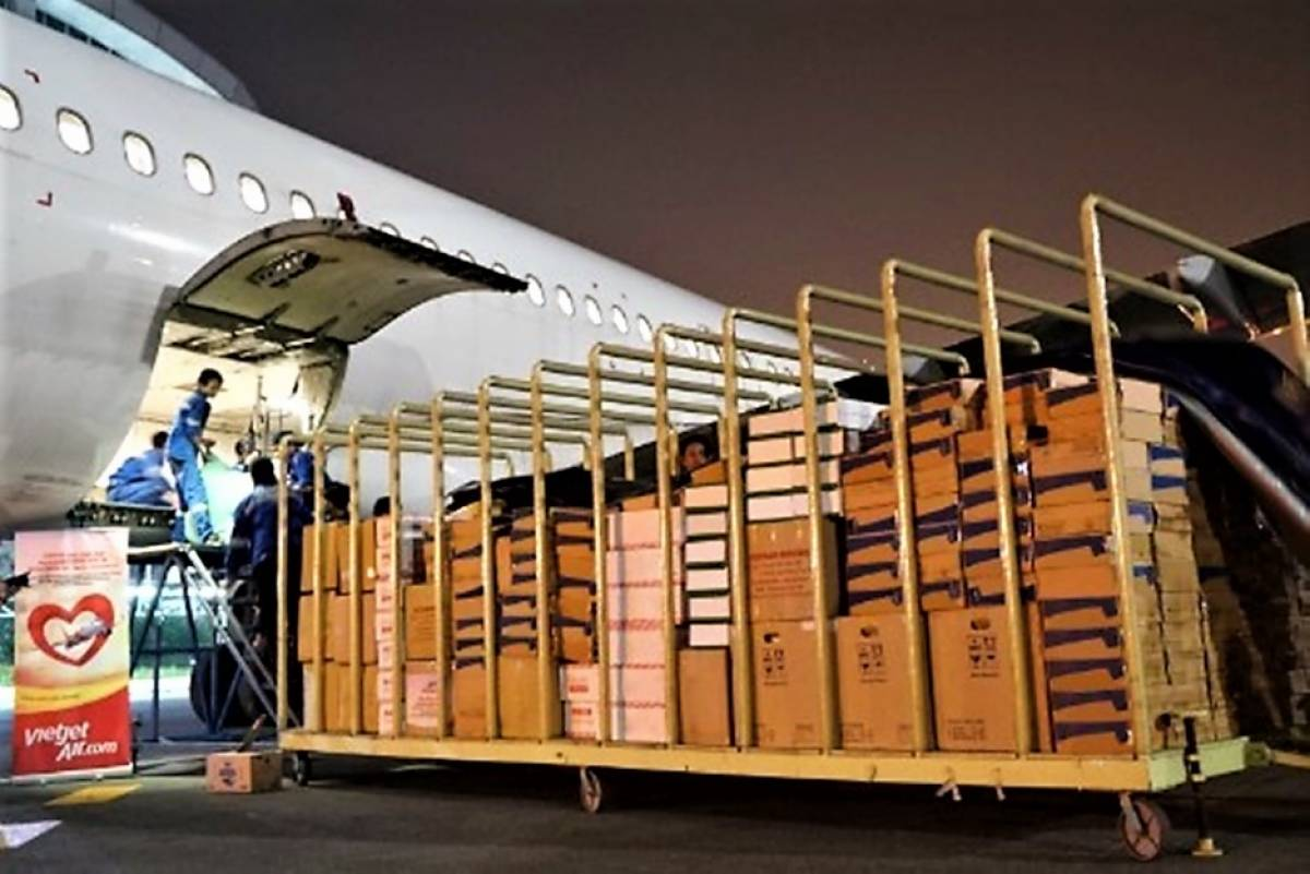 Free air tickets and cargo services on Vietjet's flights to deliver disaster relief to Vietnam's flooded Central region