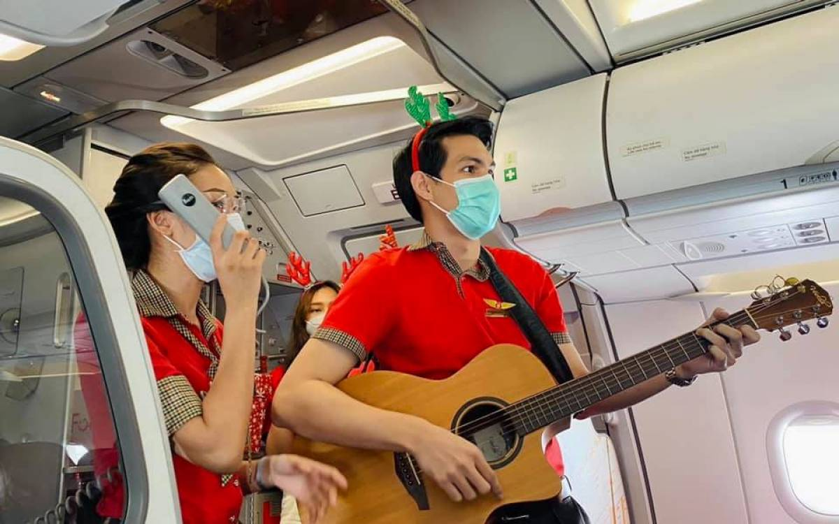 Vietjet spreads Christmas and New Year Festive Cheer to Passengers on its Flights