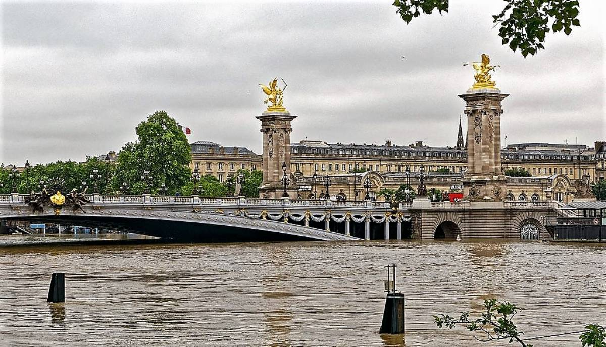 Floods in Europe Attract 'Disaster Tourism