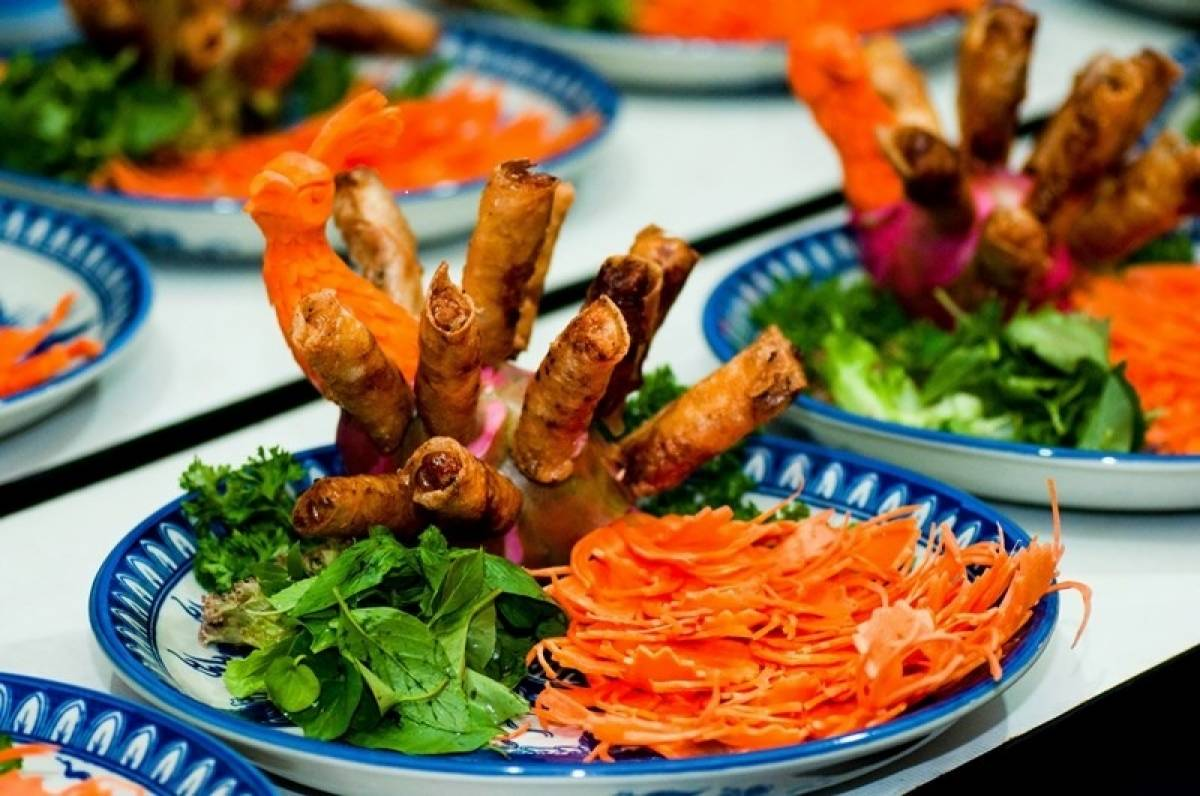 Vietnamese Gourmands Blaze a Food Trail in Hue