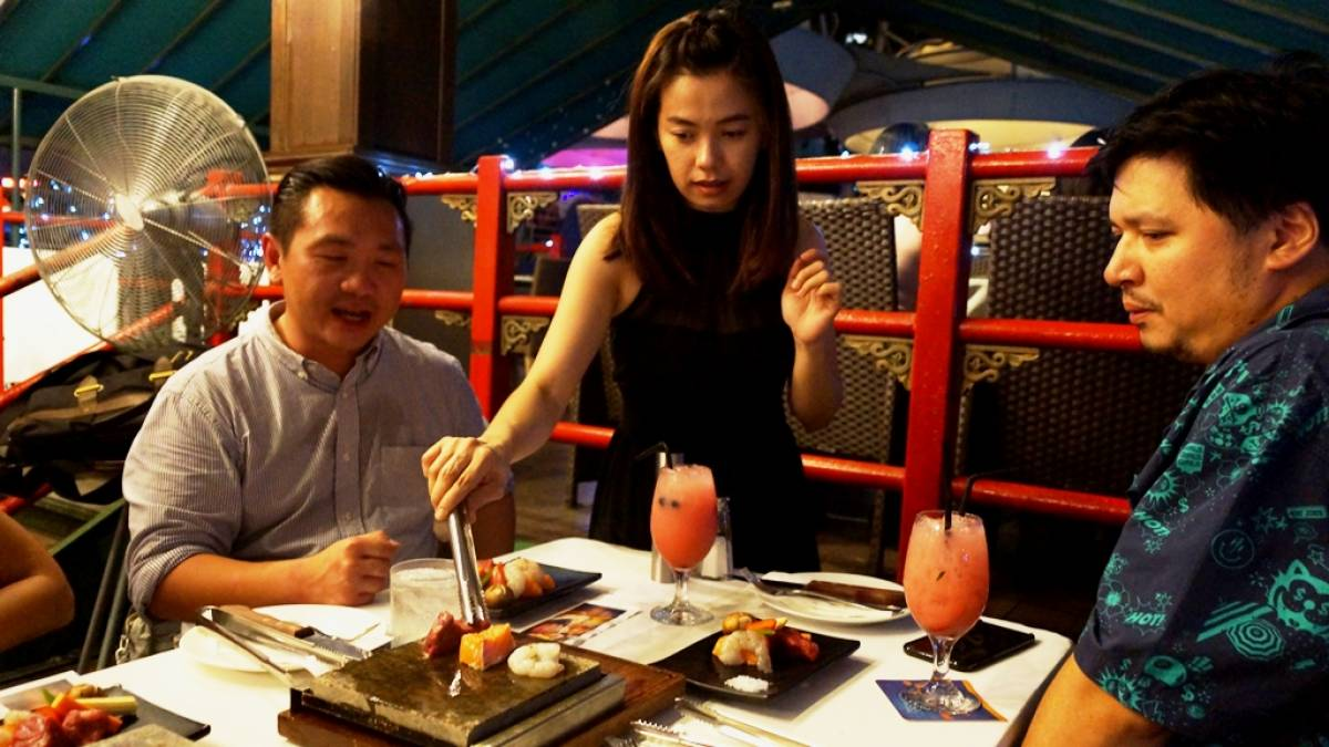 Christmas Dining by the Singapore River